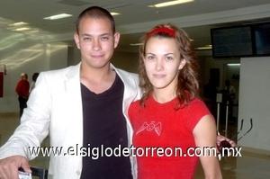 28052008 Alberto Campos viajó a la Ciudad de México y fue despedido por Alma Márquez