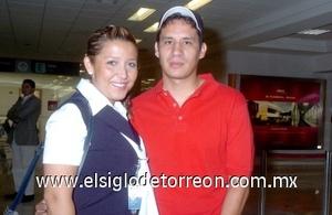 28052008 Ivonne Rangel viajó a la Ciudad de México y Luis Alvarado acudió a despedirla
