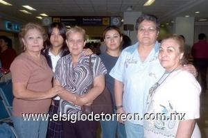 31052008 A Hermosillo, Sonora, viajó Guadalupe Rodríguez y fue despedida por Rosalinda, Socorro, Mayela, Jeovanna y Lily Rodríguez