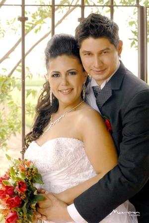 Lic. Hugo César Valdez Guevara y Lic. Diana Carolina Landeros Cervantes contrajeron matrimonio en la parroquia de Nuestra Señora de Lourdes el sábado 26 de abril de 2008.  <p> <i>Estudio Morán</i>