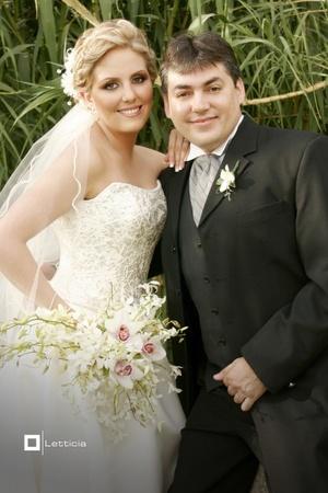 CP. Tupack Kohen Burgueño y CP. Sylvia Cristina Reyes Rivera contrajeron matrimonio el sábado 26 de abril de 2008.  <p> <i>Estudio Letticia</i>