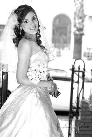 Srita. Paola Anaya Castro, el día de su boda con el Sr. Manuel Saldaña de León. <p> <i>Estudio Laura Grageda</i>