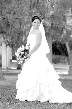 Señorita Silvia I. Torres Rodríguez, el día de su enlace matrimonial con el señor Jorge A. Raygoza Ferniza. <p> <i>Estudio Carlos Maqueda</i>