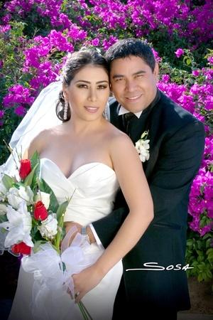 Ing. Emilio Gutiérrez Villanueva y Srita. Blanca Ivonn Escamilla Martínez contrajeron matrimonio el viernes 18 de abril.  <p> <i>Studio Sosa</i>