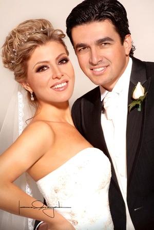 Sr. Alberto José Rosales Arcaute y Srita. Karla Verónica Zúñiga Mijares contrajeron matrimonio el pasado sábado 26 de abril de 2008.  <p> <i>Estudio Laura Grageda</i>
