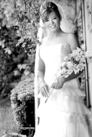 Srita. Arq. Rosaura Téllez Sifuentes el día de su boda con el señor Sr. Arq. Carlos Ruvalcaba Limón.  <p> <i>Estudio José Grageda</i>