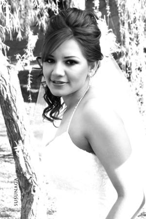 Srita. Ilsa Nidia González Astorga el día de su boda con el Sr. Alan Varela Salcedo.  <p> <i>Estudio Susunaga</i>