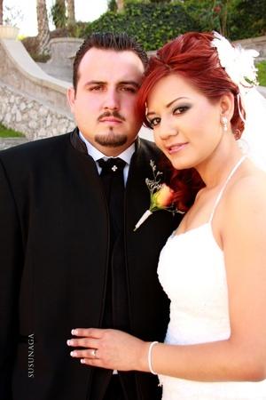 Sr. Alan Varela Salcedo y Srita. Ilsa Nidia González Astorga contrajeron matrimonio en la parroquia de La Sagrada Familia el sábado cinco de abril de 2008.  <p> <i>Estudio Susunaga</i>