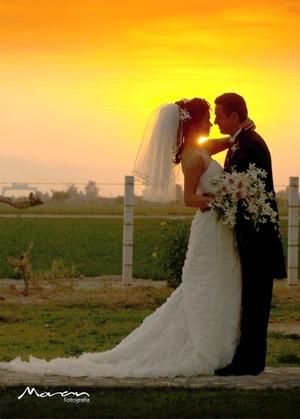 Sr. Sergio Enrique Montoya Zenteno y Srita. Thelma Janet Rivera Quiñónez  contrajeron matrimonio en la parroquia Los Ángeles el sábado tres de mayo de 2008. <p> <i>Estudio Morán</i>