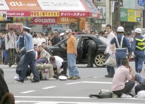 Para muchos japoneses, que se enorgullecen de vivir en un país con una de las tasas de asesinatos más bajas del mundo, la primera reacción fue de conmoción.