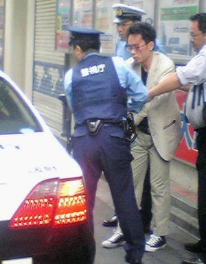 """La Policía arrestó a Tomohiro Kato, de 25 años de edad, de la Prefectura de Shizuoka, y se le encontró el cuchillo que utilizó. """"Vine a Akihabara a matar gente. Estoy cansado del mundo. Cualquiera estaba bien (para matar). Vine solo"""", dijo el detenido, de acuerdo con Kyodo."""