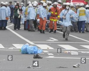 De acuerdo con la Policía seis de las siete personas muertas eran varones de 19, 20, 29, 33, 47 y 74 años de edad, y la otra era una mujer de 21.