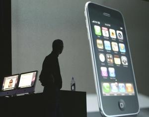 El iPhone mejoró también con la inclusión de la tecnología de posicionamiento global GPS que sirve para ayudar a los usuarios a conocer su ubicación con exactitud.