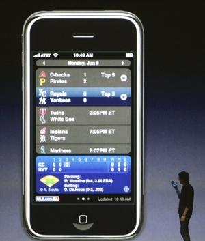 El presidente ejecutivo de la compañía, Steve Jobs, mostró el celular en la Conferencia Mundial de Programadores de Apple en San Francisco.