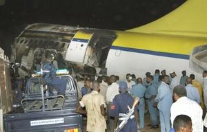Una vez que se produjo el incidente las fuerzas de seguridad cerraron el aeropuerto y numerosos equipos de bomberos y de las fuerzas de defensa civil llegaron al lugar para evacuar a las víctimas.