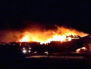Según fuentes del aeropuerto de Jartum, el incendio comenzó en el motor del ala derecha del aparato poco después del aterrizaje.