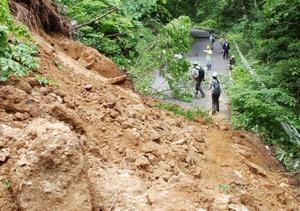 La tercera víctima fue un trabajador de la construcción al ser golpeado por una piedra que cayó en la represa de Iwate.