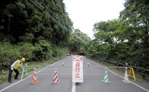 Una planta nuclear en Fukushima afectada por el sismo dejó escapar 20 litros de agua radiactiva procedente de dos estanques de almacenamiento de combustible agotado.