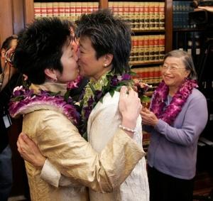 La organización ProtectMarriage.com, autodenominada pro familia, recolectó más de un millón de firmas para que se someta a votación que el único matrimonio posible sea el heterosexual.