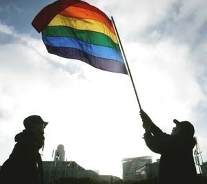 Cientos de parejas gays se dieron el sí quiero en California, que vivió un día histórico al convertirse en el segundo estado, después de Massachusetts, en permitir los matrimonios entre personas del mismo sexo.