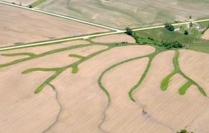 La brecha en un terraplén junto al Mississippi en Burlington, Iowa, dio un alivio a los residentes del área de Grafton, en Illinois, que están río abajo.