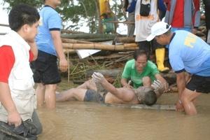 En el ferry, de unas 24 mil toneladas y propiedad de la naviera filipina Sulpicio Lines, iban 862 personas, incluidos 111 tripulantes, y no 746 ocupantes como informó el servicio de Guarda Costas pocas horas después que se produjera el desastre a tres kilómetros de la isla de Sibuyan.