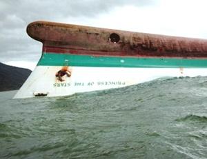 Dos días después del naufragio, cinco embarcaciones del servicio de Guardacostas, apoyadas por dos helicópteros, rastrearon las aguas próximas a las islas de la provincia de Romblón sin dar con supervivientes.