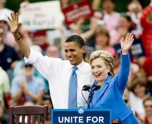 Clinton, considerada una vez la nominada inevitable de los demócratas hasta que Obama le superó en las primarias, elogió a su antiguo rival por su gracia y su tenacidad