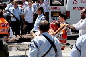 El terrorista hirió a cuatro personas antes de que un civil israelí y un policía lo mataran a balazos.