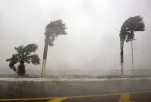 De acuerdo con el Sistema de Protección Civil, Dolly se adentró al Norte de Tamaulipas, y al Oriente de Nuevo León con un escenario de lluvias torrenciales.