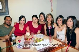Víctor Gómez, Gloria Garza, Paty González, Tete Domínguez, Miriam de Cota, Alina y Rocío Beltrán.