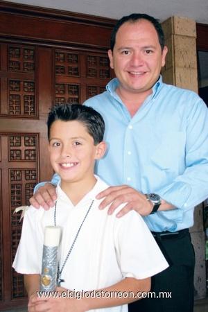 <b>Comulga por primera vez</b><p> Rogelio Manjarréz Saucedo con su padrino Carlos Manjarréz Milán.