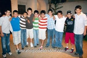 Andrés Medrano Diez en compañía de sus amigos.