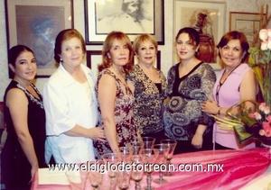 <b>Fiesta de canastilla</b><p> Valeria Torre Murillo, Cristy Herrera de Cobos, Lupis Flores, Gloria Murillo de Torre y Pilar Medellín de Miñarro.
