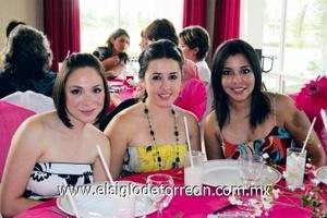 Brenda Woo, Paola Ríos y Carolina Corona.