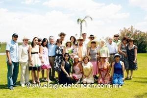 Leticia Zárate de Dorado festejando 50 años de vida acompañada de la familia Dorado.