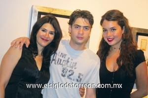 Ana Fuentes, Jonathan Saade y Carmen Guerrero.