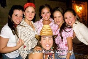 Roxana Camacho, Sandra Villa, Shelssy Arroyo, Lilia Reyes, Diana Contreras y Gaby Barrón.