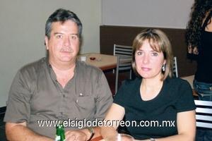 Alejandro Ramos Torres y Gaby Suárez de Ramos.