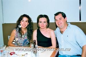 Iris Villarreal, Mónica Ríos y Lalo Vega.