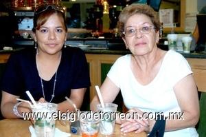 01082008 Ana María Román y Diana Contreras de Varas