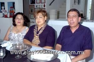 02082008 Rebeca García, Socorro Castillo y Salvador Butanga