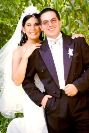 Sr. Luis Alonso Ramírez FloresY Srita. Alicia Verónica Pérez Esparza el día contrajeron nupcias.