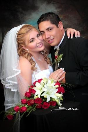 Sr. Jonathan Moisés Zermeño Tello y Srita. Nancy Romo Tavizón contrajeron matrimonio en la capilla del Centro Saulo, el viernes 18 de julio de 2008. <p> <i>Studio Sosa</i>