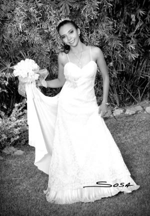 I.I.S. Rosa Isela Galindo Ayala el día que contrajo matrimonio civil con el Ing. Gerardo Antonio Galindo Cabrera.  <p> <i>Studio Sosa</i>