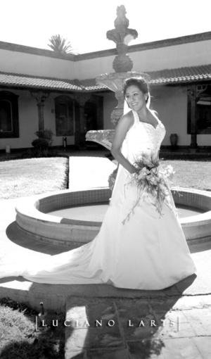 L.A.F. Miriam Rocío Ramírez Ramírez el día que contrajo matrimonio con L.R.H. Guillermo Herrera Verdal.  <p> <i>Luciano Laris Fotografía</i>