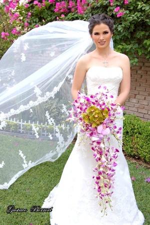 Srita. Daniela Cepeda Torres el día de su boda religiosa con el Sr. Patricio Zermeño Núñez. <p> <i>Estudio Gustavo Borroel</i>