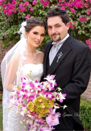Sr. Patricio Zermeño Núñez y Srita. Daniela Cepeda Torres y  contrajeron matrimonio en la parroquia de la Encarnación el 21 de junio de 2008. <p> <i>Estudio Gustavo Borroel</i>