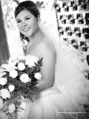 Srita. Lic. Berenice Meléndez Robles, el día de su boda con el Sr. Master Felipe de Jesús Orona Cerda.  <p> <i>Estudio Laura Grageda</i>