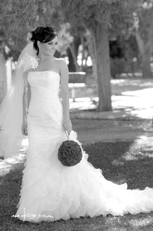 Srita. Marcela Enríquez Ramos el día de su boda con el Sr. Jorge Díaz de León González.  <p> <i>Estudio Carlos Maqueda</i>